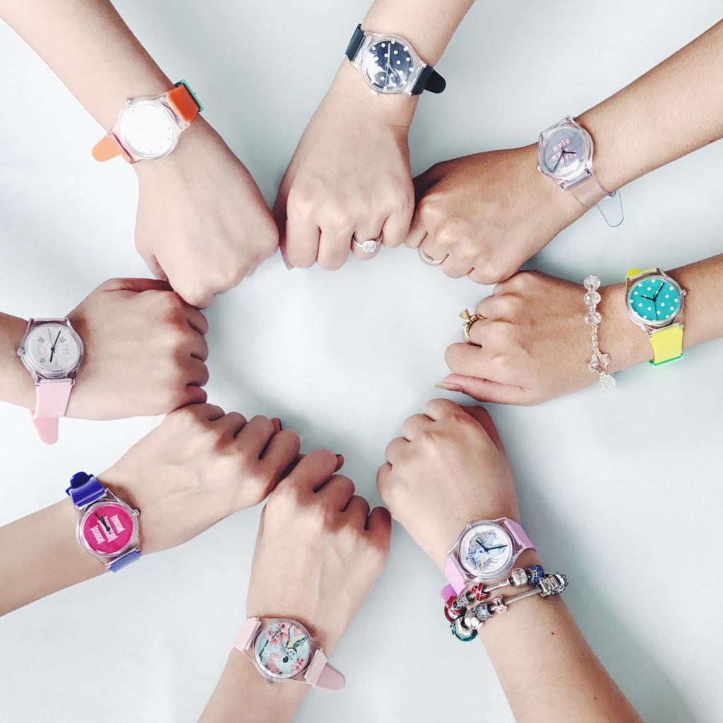Có thể chọn hoặc tự thiết kế mẫu riêng cho cả nhóm qua website: www.dyossneo.com.